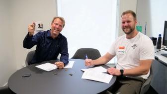Her signeres avtalen mellom Elkjøp Norge og olympisk sølvvinner Eivind Henriksen. Foto: Elkjøp Norge