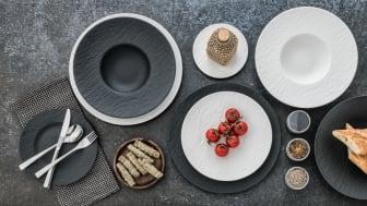 Encore plus de polyvalence pour le look ardoise authentique : la collection populaire The Rock est complétée par des tasses et des assiettes rectangulaires