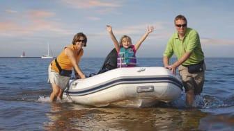 Det behøver ikke koste en formue at få en god sommer i Danmark. Lige nu har Mercury Marine kampagne på nogle af de mest solgte påhængsmotorer, og kører samtidig kampagnepakker på gummibåde. Det bliver en god sommer!