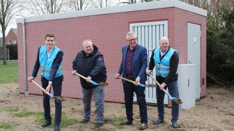 Von links: Guido Hill (Projektleiter Deutsche Glasfaser), Hindrik Bosch (stv. BGM Samtgemeinde Neuenhaus), Carl-Hendrik Staal (stv. BGM Stadt Neuenhaus), Ben Mejier (Projektmanager Bau Deutsche Glasfaser)