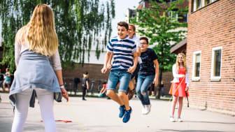 Elever hoppar hopprep