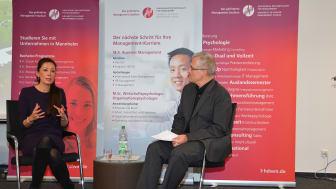 Saori Dubourg, Mitglied des Vorstandes der BASF SE, und Vizepräsident Prof. Dr. Frank Stäudner diskutieren beim Management Dialog mit Studierenden (Foto: Ekkard Miedke)