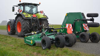 CLAAS traktor med Spearhead