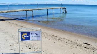 Siden nytår er den gennemsnitlige udbudspris på et dansk sommerhus steget med 173.798 kr. Region Midtjylland og Sjælland står for de største prishop.