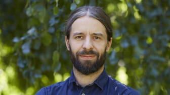 Daniel Barker, läromedelsutvecklare på Natur & Kultur, ser programmeringen som ett till verktyg i matematikundervisningen och en ny möjlighet för eleverna att arbeta med matematik.