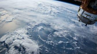Under eventet ska de drygt 100 deltagarna utveckla smarta sätt för att komma runt problemet med moln i satellitbilder.