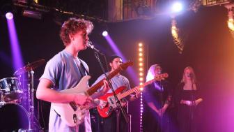Bandet Violet Blur är en av åtta akter som kommer uppträda live på Facebook under söndagskvällen. Fotograf: Matilda Melin