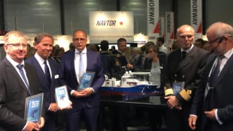 From left: Arne Stenersen (CEO Salt Ship Design), Ståle Rasmussen (CEO Kleven), Michael Lyng (President and CEO NKT), Master Svein Ole Sæter of NKT Victoria, Asle Strønen (Editor of Skipsrevyen )