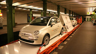 Fiat 500 tar tunnelbanan i Berlin