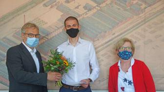 Im Rahmen der Preisverleihung am 23. September 2020 überreichten Prof. Ulrike Tippe, Präsidentin der TH Wildau, und Prof. Norbert Miersch, Laudator und Professor für Maschinenbau, dem 21-jährigen Preisträger den mit 1.000 Euro dotierten DAAD-Preis.