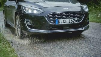 Tekniken i nya Ford Focus varnar förare för förbud mot infart med fordon för att förebygga olyckor