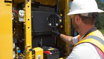 Cat 313 bandgrävare - service från marknivå