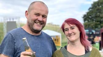 Cidermakarna John Taylor och Torun Jorde på Dryg Cider laddar för att öka produktionen. Foto: Anna Lind Lewin.