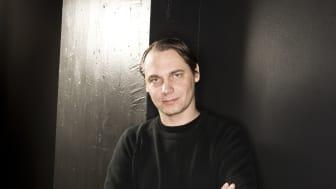 Mattias Andersson förlänger sitt uppdrag på Backa Teater