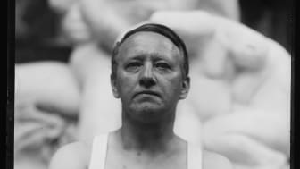 Gustav Vigeland in the studio in Hammersborg, 1917 / Gustav Vigeland i sitt studio, Hammersborg 1917