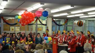 Gemeinsam mit dem Tanzsportverein Sömmerda stürmen die Narren des Faschingsclubs Rot-Weiß Sömmerda das RegionalCenter Sömmerda.