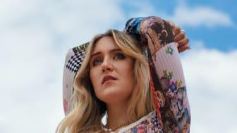 Myra Granberg släpper debutalbumet 'ANDRA SIDAN ÄR NI KLARA'  idag!