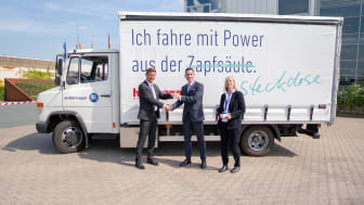 from left: Markus Schell, personally liable managing partner of BPW, Mathias Magnor, Chief Operating Officer Road & Rail, Hellmann Worldwide Logistics, Prof. Dr. Sabine Bruns-Vietor, University of Osnabrück