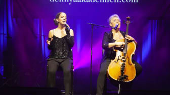 Lise & Gertrud performing at The New Academy Prize in Literature gala and prize ceremony