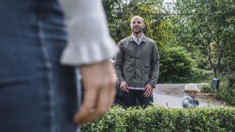 Tre av fyra svenskar, 76 procent, tycker om sina grannar. Helst ska grannarna hälsa när man möts men inte störa tidigt eller sent på dagen.