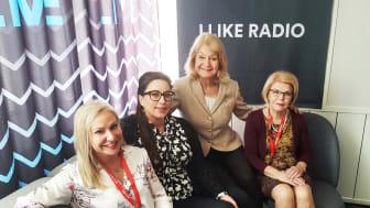 Studion bubblar av känslor och hormoner när Alexandra och Åza tillsammans med artisten Lisa Nilsson och dagens expert Aino Fianu Jonasson spekulerar
