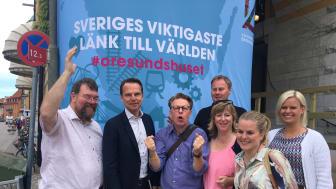Framgången firades av moderater utanför Öresundshuset i Almedalen.