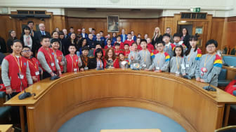 Chinese schoolchildren given civic reception at town hall