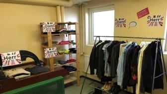 Bytesrum för kläder och skor i en fastighet. Foto Amanda Österlin La Mont