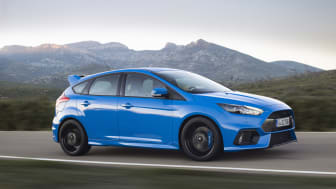 Ford akselerer produksjonen av sportsbiler for Europa når første Focus RS ruller av samlebåndet
