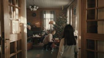 Årets julefilm fra Elkjøp handler om å legge mer omtanke i julegavene vi gir. Foto: Elkjøp