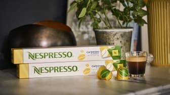 Vår nye Limited Edition Cafezinho do Brasil er inspirert av det fargerike og travle hverdagslivet i Brasil. Dette er en intens og bitter espresso med aromaer av valnøtt og sandeltre, samt undertoner av timian og rosmarin.