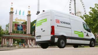 DB Schenker använder nu enbart eldrivna fordon inom Gothenburg Green City Zon. Två eldrivna paketbilar och en tyngre distributionsbil ser till att alla paket och allt gods levereras fossilfritt inom zonen.