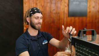 Auch Carl Koch selbst schmeckt das Bier