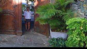 Underbart boutiquehotell belägen bakom en enorm ekdörr - med privat strand