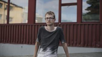 Malte Persson, 2021 års Brunnslockspoet. Fotograf Sofia Runarsdotter, källa Bonniers förlag.
