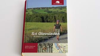 """Guideboken """"S:t Olavsleden - pilgrimsfärd från hav till hav, en guide""""  beskriver leden från Selånger till Trondheim. Boken ger utförlig information om alla 29 delsträckorna och kultur-och naturupplevelser utmed leden."""