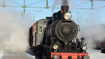 Från mitten av 1970-talet till 1995 stod loket, S1 1923, uppställt i parken intill Svegs stationshus och därefter har Järnvägsmuseet låtit renovera det till körbart skick. Foto:Järnvägsmuseet