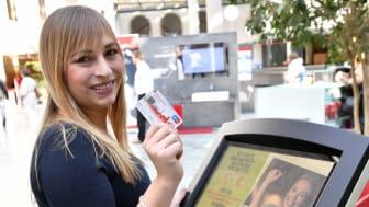 Dank der neuen Kontaktlos-Funktion der Sparkassen-Card können Kunden an zwei Spendenautomaten in der Hauptstelle im Tal je 1 Euro für einen guten Zweck spenden. Die Aktion läuft bis 11. November.