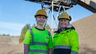 Kjemiingeniør Tone Storbråten (t.v) og produksjonsdirektør Hege Eizenberger i Leca Norge kan levere akkurat den EPD du trenger til ditt Leca-prosjekt