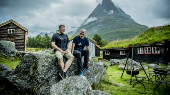 Eystein Opdøl and Jan Håvard Knee are welcoming guests at Renndølsetra in beautiful Innerdalen. Photo: Thomas Rasmus Skog /VisitNorway.com