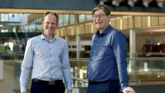 Storebrands konserndirektør Geir Holmgren (t.v) ser frem til å få pensjonsekspert Jon  M. Hippe med på laget.  Foto: Lise Eide Risanger