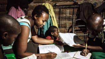 El ger ljus som möjliggör att barn kan läsa läxor efter att solen gått ner. | Foto: TRINE