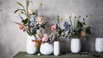 Die Rosenthal Vasenkollektion Vesi bietet für jeden Strauß die passende Größe oder Form.