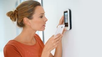 Hver femte familie i Danmark gør i dag brug af elektronisk styring af hjemmets el og varme - også kendt som smart home-teknologi. Og tendensen vinder hastigt frem i disse år. Foto: Shutterstock. Alle rettigheder forbeholdt.