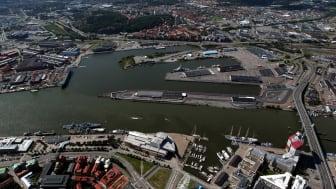 Flygbild av Frihamnen med Ringön till höger i bild.