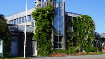 Lär dig mer om gröna tak och besök Augustenborgs Botaniska Takträdgård i Malmö. Här får du uppleva en 9500 kvadratmeter stor takträdgård i verkligheten.