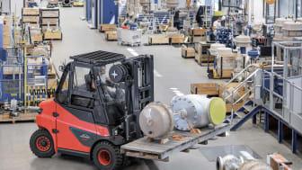 Linde utökar utbudet av litiumjontruckar med kraftfulla motviktstruckar med lastkapacitet upp till åtta ton.