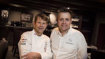 FØRST I NORGE: Lars Erik Underthun og Sven Erik Renaaa er blant de aller første toppkokkene i verden som serverer den svært eksklusive kaffen fra Nespresso, som er spesialutviklet for de fremste gourmetrestaurantene.
