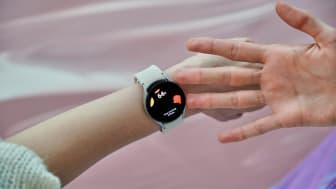 5. Galaxy Watch4_Lifestyle_Body Composition.jpg