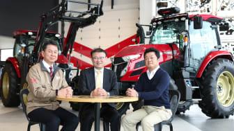 From left:Shigemi Hidaka, Noboru Noguchi and Hisashi Miura discuss agricultural robotics.